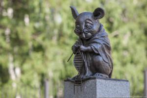 statua monumento topi da laboratorio cavie